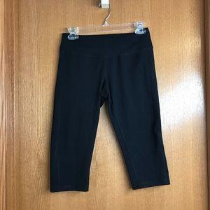 Black Zella Cropped Knee Length Yoga Leggings Sz S